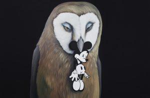 realisticky obraz sovy s mickey mousem